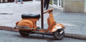 orange-vespa-1254208-min